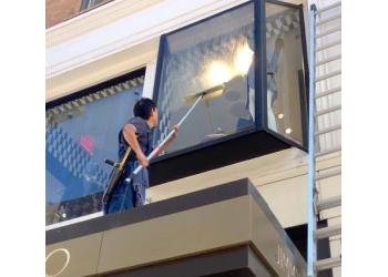 Oakland window cleaner We Love Washing Windows