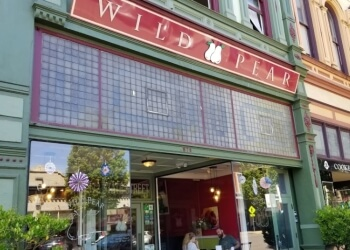 Salem vegetarian restaurant Wild Pear