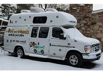 Cary pet grooming Woof and Wheels Mobile Pet Salon