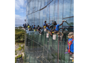 Honolulu window cleaner World Wide Window Cleaning Inc.